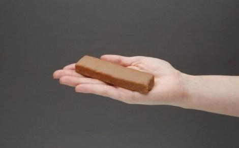 Baton proteinowy z kokosem w polewie kakaowej