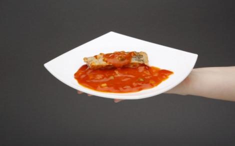 Filety z karpia w sosie pomidorowym z warzywami