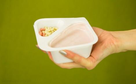 Jogurt malinowy z chrupkami zbożowymi Mix Pony