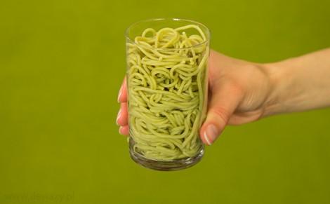 Makaron spaghetti z quinoa, pietruszką i czosnkiem ugotowany