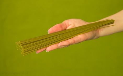 Makaron spaghetti z quinoa, pietruszką i czosnkiem