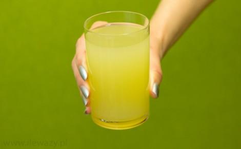 Napój ananasowo - kokosowy