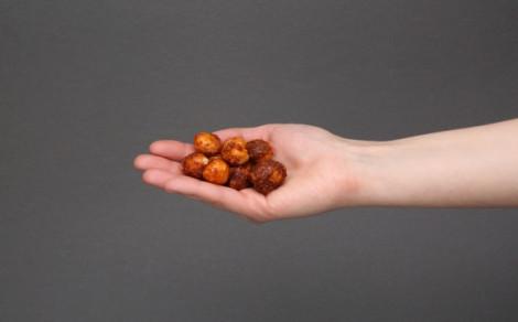 Orzeszki macadamia prażone z karmelizowanym cukrem, miodem i chilli