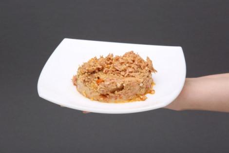 Tuńczyk z kaszą jaglaną, ciecierzycą i suszonymi pomidorami Salatino, sałatka
