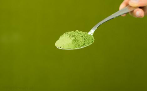 Sproszkowana zielona nać pietruszki