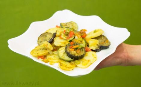 Warzywa na patelnię z grillowanym bakłażanem