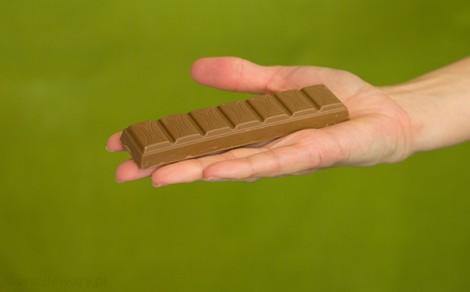 Baton nadziewany z czekolady mlecznej Krówkowy