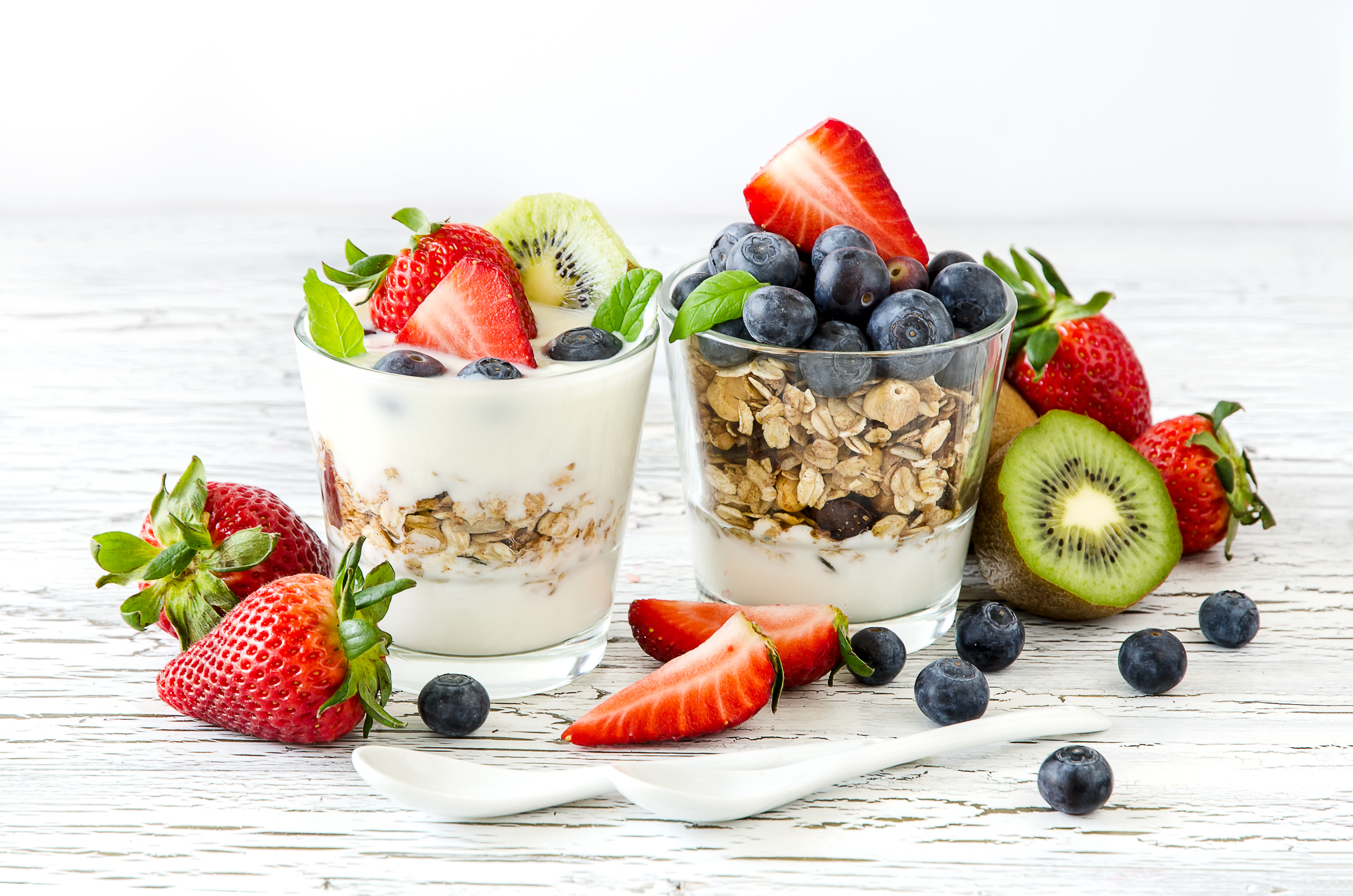 Deser jogurtowy z owocami