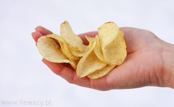 Chipsy z solą morską i pieprzem
