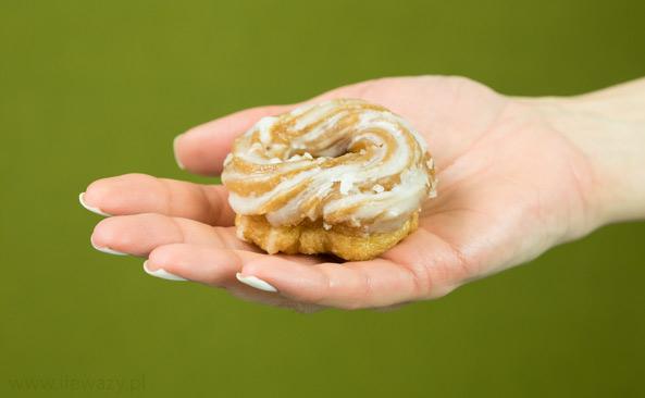 Ile waży Pączek hiszpański - gniazdko - sprawdź kalorie i..