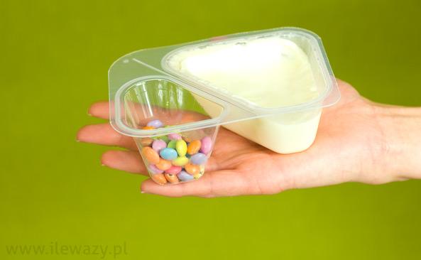 Jogurt o smaku waniliowym z drażetkami