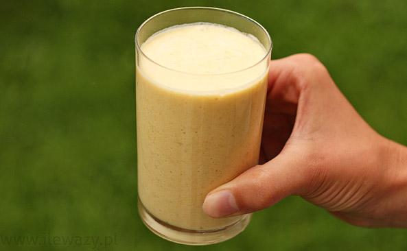 Koktajl z mango i mleczkiem kokosowym