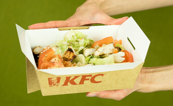 Ile Wazy Porcja Salatki Caesar Grill Sprawdz Kalorie I Wage