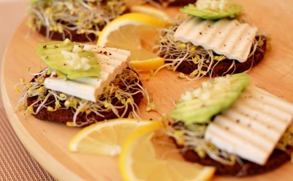 Ile waży Tartinka z tofu i awokado - sprawdź kalorie i..