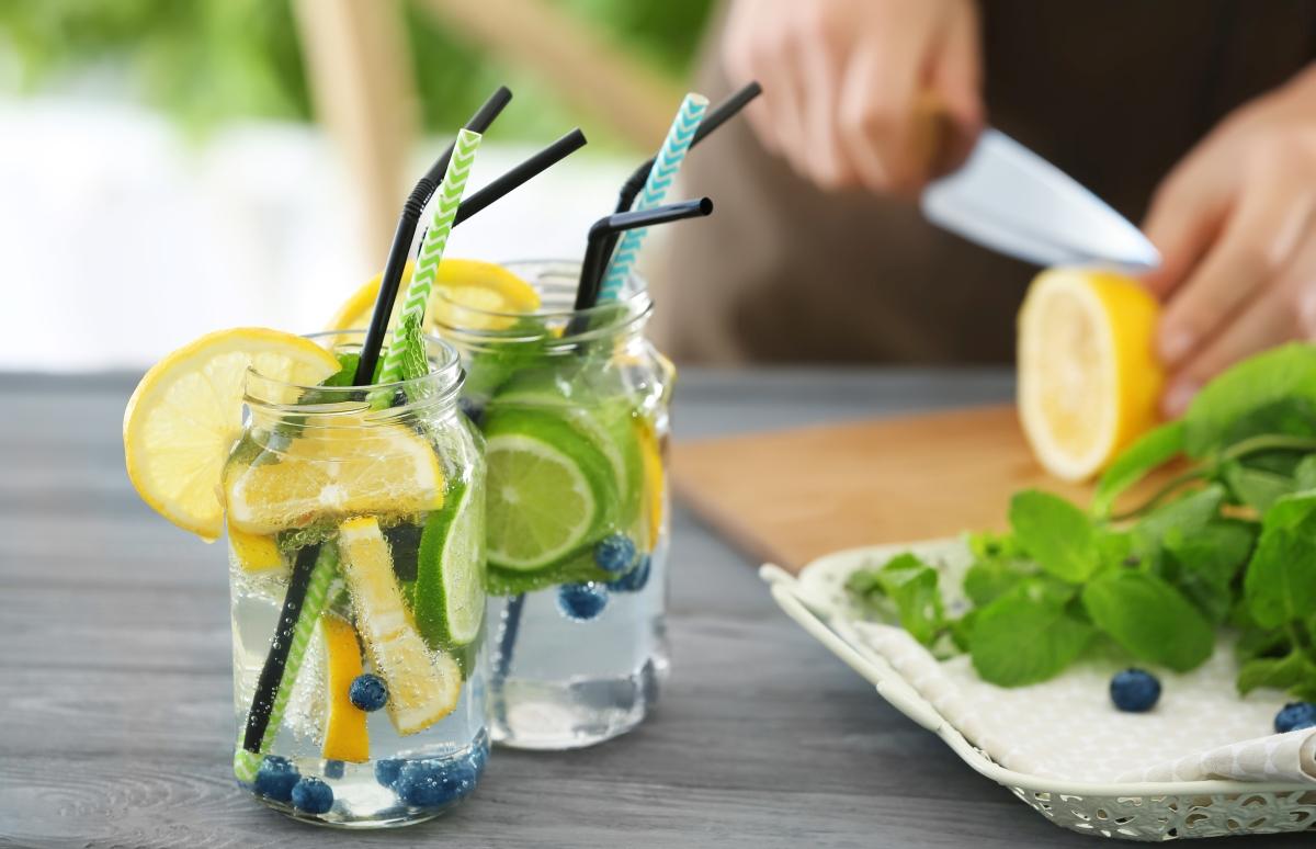Woda smakowa nawadnia latem