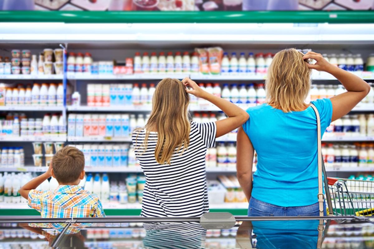 Rodzina robi zdrowe zakupy