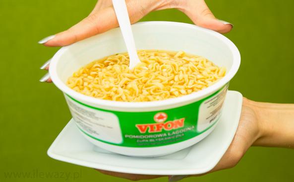 Ile Wazy Porcja Pomidorowej Zupy Blyskawicznej Z Kluskami Sprawdz